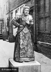 Wooden Dolly, Custom House Quay c.1910, North Shields