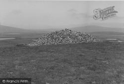 North Uist, Barpa Langass Cairn 1963