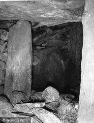 Barpa Langass Cairn, Interior 1963, North Uist