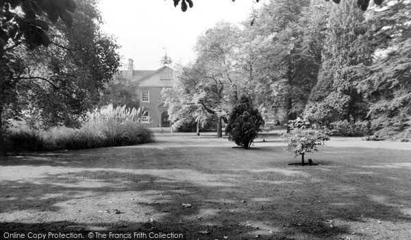 Northampton, Abington Manor House, East Front c.1960