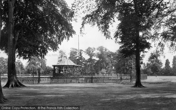 Northampton, Abington Park and Bandstand 1922