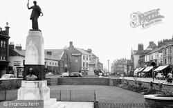 Northampton, Abington Street And The Mobbs Memorial c.1955