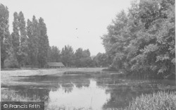 Northampton, Beckett's Park, The Lake c.1955