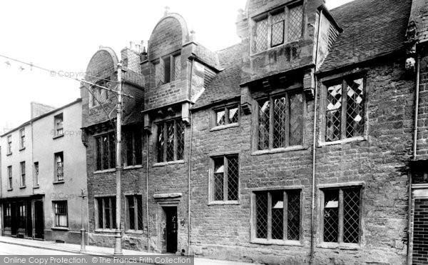 Photo of Northampton, Mare Fair, Hazelrigg House 1922