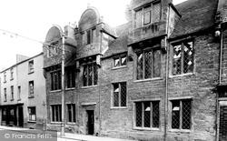 Northampton, Mare Fair, Hazelrigg House 1922