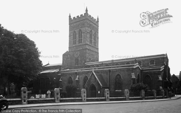 Northampton, Parish Church Of St Giles c.1955