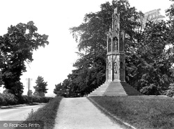 Northampton, Queen Eleanor Cross 1922