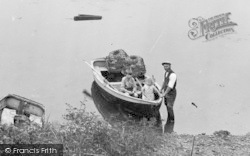 Noss Mayo, Fisherman And Children 1931