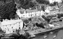 Noss Mayo, Globe Inn, And Villagers' Gardens c.1955