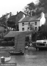 Noss Mayo, The Swan Inn c.1935