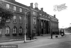 Nuneaton, Town Hall c.1960