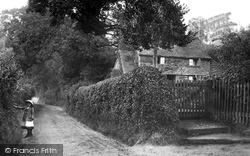 Nutfield, School Hill 1906