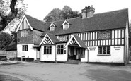 Nutfield, the Queen's Head c1965