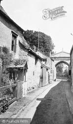 Castle Entrance 1932, Oakham