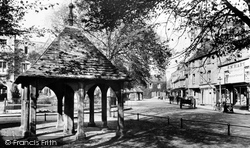 Oakham, The Old Pump And Buttercross 1927