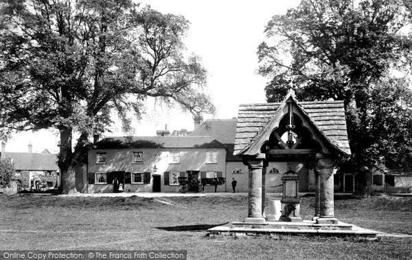 Ockley, Red Lion inn, 1906.  Reproduced courtesy of The Francis Frith Collection