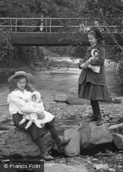 Girls At Lovers' Meet 1906, Okehampton