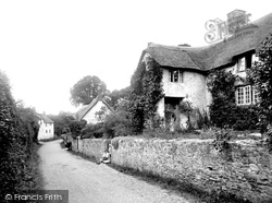 The Pillared Cottage 1930, Old Cleeve