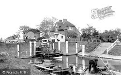 Old Windsor, Lock c.1955
