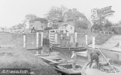 Old Windsor, The Lock c.1955