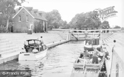 Old Windsor, The Lock c.1960