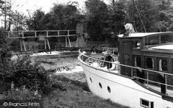 Old Windsor, The Lock Overflow c.1955
