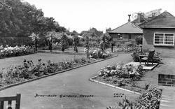 Broc-Dale Gardens c.1960, Ossett