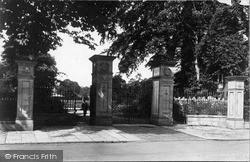 Cae Glas Park Entrance c.1955, Oswestry