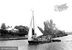 Oulton Broad, Hoisting Sail c.1939
