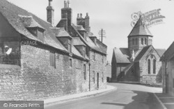 Oundle, Jesus Church From West Street c.1950