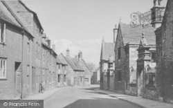 Oundle, North Street c.1955