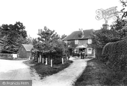 Outwood, Bell Inn 1906