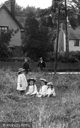 Outwood, Children On The Common 1908