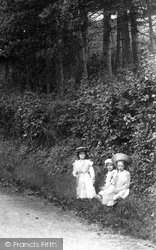 Outwood, Girls On Scotts Hill 1908