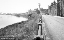 The River And South Street c.1955, Owston Ferry