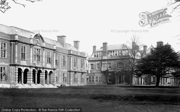 Photo of Oxford, Somerville College 1907