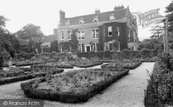 Barrow Green Court 1928, Oxted