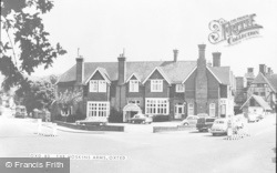 Oxted, The Hoskins Arms c.1965