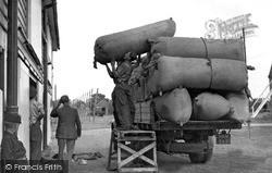 Paddock Wood, Loading The Hops c.1950