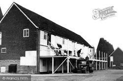 Paddock Wood, Unloading The Pokes c.1950