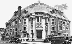 Paignton, Deller's Café c.1930