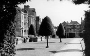 Painswick, New Street and War Memorial c1960
