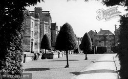 Painswick, New Street And War Memorial c.1960