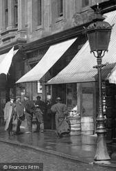 Street Lamp 1900, Paisley