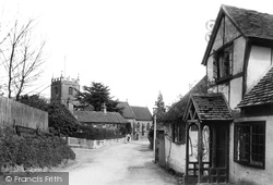 Pangbourne, The Church And Old Cottages 1910