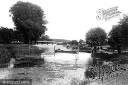 Pangbourne, Whitchurch Bridge 1890