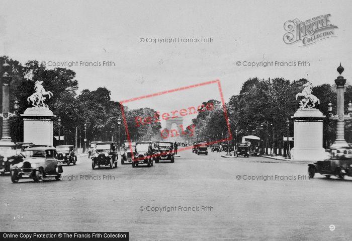 Photo of Paris, Avenue De Champs élysée c.1920