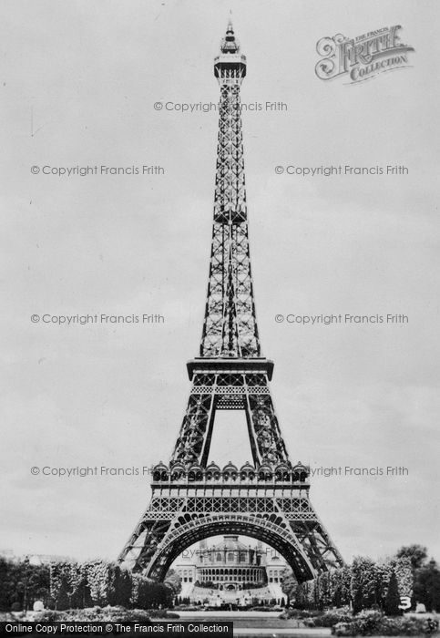 Photo of Paris, The Eiffel Tower c.1920