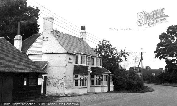 Peasmarsh, the Hare and Hounds c1955