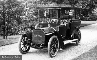Pell Wall Hall, a Vintage Car 1911